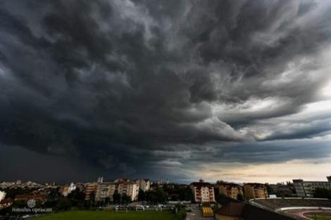 Avertizare ANM, COD GALBEN: Vremea face ravagii în România! Ploile torențiale și canicula pun stăpânire pe țară