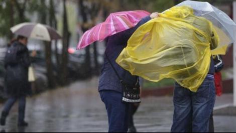 Avertizare meteo în România. Vremea se strică! ANM: Vin furtunile și va ploua torențial