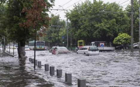 Inundații violente! Oamenii riscă să-și piardă locuințele, apele fac prăpăd în România. Care sunt zonele cele mai afectate