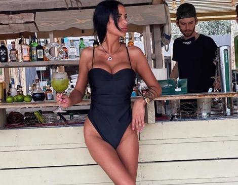 Interzis minorilor! Cum a apărut Daniela Crudu, pe plaja din Mamaia!! Reacția de milioane a unui turist