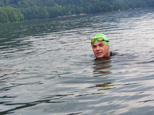 """Mihai, Badea barajelor. Șapte lacuri în patru ani. Înot. 273 km! """"Nu uitați, niciodată, că apa înseamnă viață!"""""""