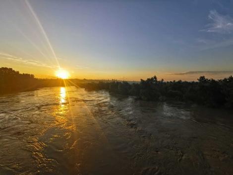 Codul portocaliu de inundaţii, prelungit pentru Prut până luni noapte. Cod portocaliu, şi pentru râuri din Transilvania şi Banat