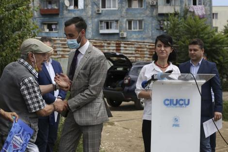 Bărbatul care a făcut scandal la conferinţa ministrului Muncii Violeta Alexandru şi a ameninţat-o a fost identificat şi amendat
