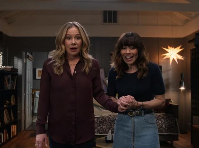 """Serialul """"Dead to Me"""", cu Christina Applegate şi Linda Cardellini, se va încheia odată cu al treilea sezon"""