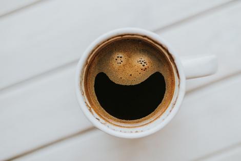 Ce beneficii are cafeaua dacă o bei constant?