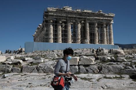 """Românca infectată cu COVID-19 în Grecia s-a plimbat trei zile pe străzi înainte de a intra în carantină: """"Nu am vrut să-mi stric vacanța!"""""""