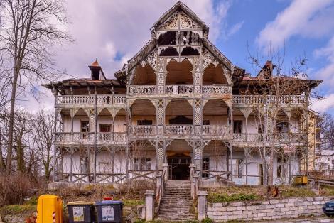 Trei arhitecţi din Vâlcea au lansat o iniţiativă comunitară pentru salvarea unei clădiri de patrimoniu din Băile Govora