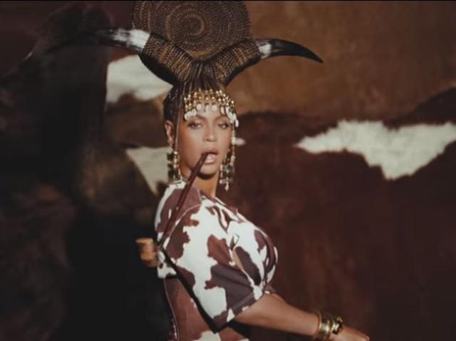 """Albumul vizual """"Black Is King"""" al cântăreţei Beyoncé, lăudat şi criticat"""