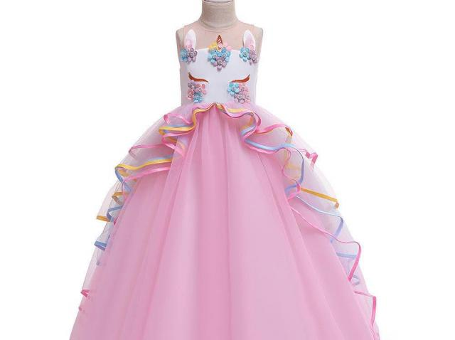O rochita de fetite diafana pentru o nunta pe terasa, alegerea perfecta