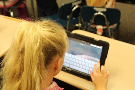 """Profesorii, chemați la """"școală"""" pentru a învăța cum să le predea online elevilor, în anul școlar 2020-2021"""