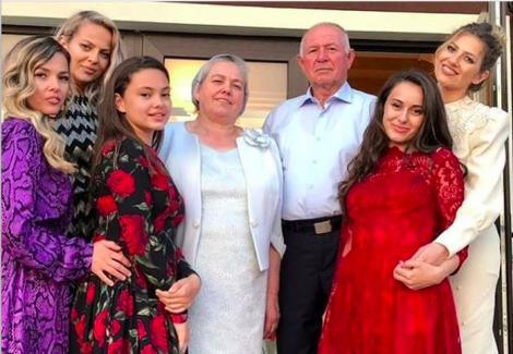 Lidia Buble, fata din Deva, cu tată pastor și zece frați! Cum arăta cântăreaţa când avea 13 ani
