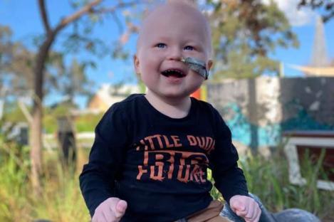 """Îngeri printre oameni! Gest incredibil, pentru un băiețel bolnav de leucemie. Mama copilului, în lacrimi: """"De ce are tubul ăla în năsuc?"""""""