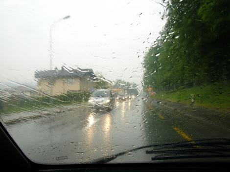 Meteorologii, anunț de ultimă oră. Ploi torențiale și furtuni violente, în mai multe județe din țară. Iată care sunt zonele afectate