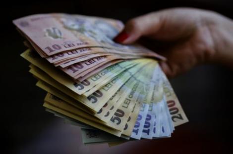 Ei sunt românii care beneficiază de o nouă creștere a salariilor. Președintele Klaus Iohannis a promulgat legea