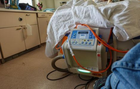 O asistentă medicală de la Serviciul de Ambulanţă Prahova, depistată cu COVID-19, a murit! A fost transferată cu elicopterul la un spital