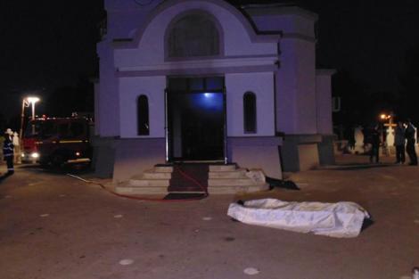 Incident macabru la Brăila, după ce o biserică a luat foc. Sicriul unei persoane decedate și masa pe care se afla s-au făcut scrum