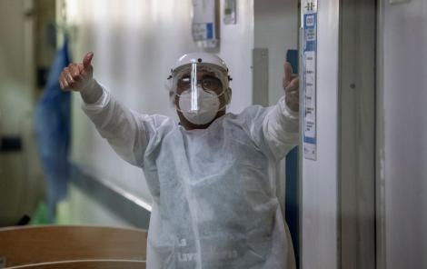 """Medicii americani au rupt tăcerea. Specialiștii spun adevărul despre COVID-19: """"Dacă ni s-ar fi spus acum câteva luni, am fi râs"""""""