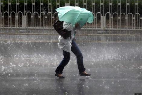 Alertă meteo! Ploi torențiale și vijelii, în România! Cod galben! Cât ține vremea rea și ce zone sunt afectate
