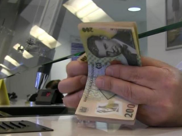 Decizie istorică luată de BNR. Se ieftinesc creditele în lei: Cu cât se reduc ratele românilor
