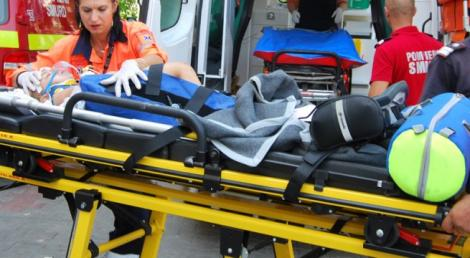 Trei copii care se plimbau cu bicicleta au fost spulberați de o mașină! Doi dintre ei au ajuns în comă!