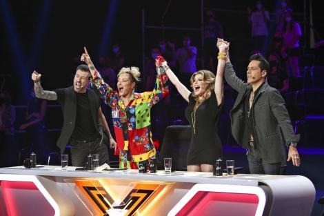 Cum arată cabinele juraților X-Factor. Imagini din culise realizate special de Dani Oțil