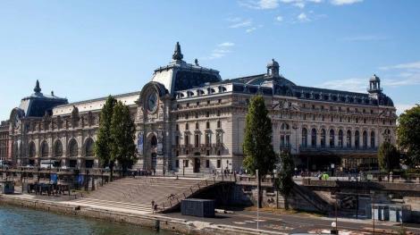 Musée d'Orsay din Paris i-a interzis unei femei accesul din cauza decolteului