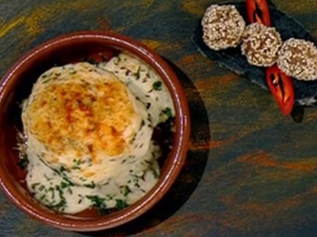 Conopidă la cuptor cu sos bechamel și chiftele cu susan