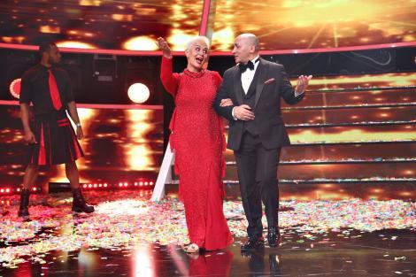 Marcel Pavel și Monica Anghel, pe scena Te cunosc de undeva, imbracati in haine de gala