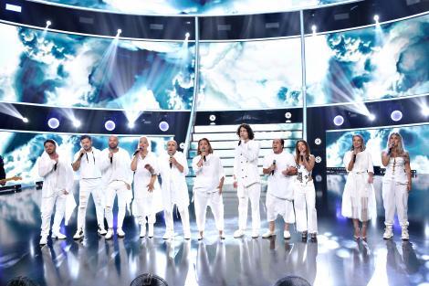 Moment emoționant pe scena Te Cunosc de Undeva! Concurenții și jurații cântă piesa Angels, interpretată de Robbie Williams
