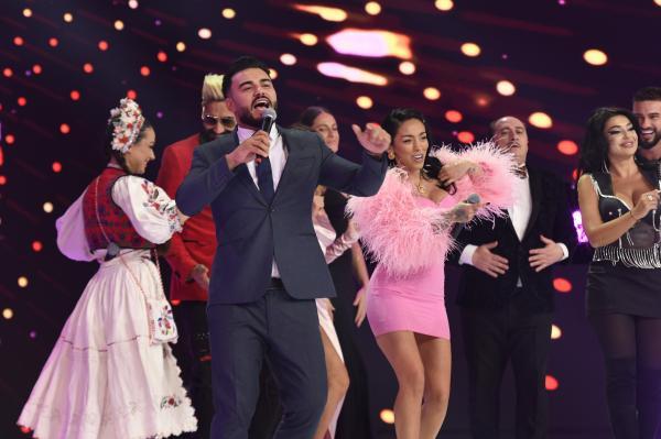 ruby, jador, elena ionescu in timp ce canta si danseaza la revelionul starurilor al lui dan negru de la antena 1