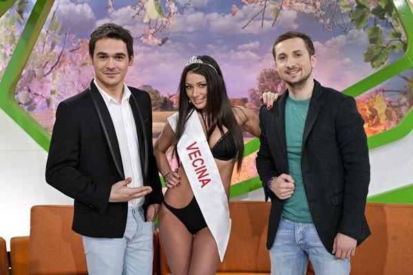 Roxana Vancea în costum de baie, alături de Răzvan și Dani