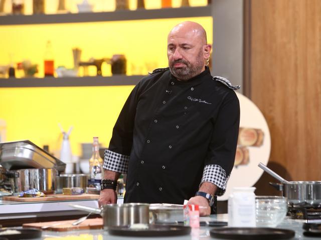 """Cătălin Scărlătescu în bucătăria emisiunii """"Chefi la cuțite"""", sezonul 8"""