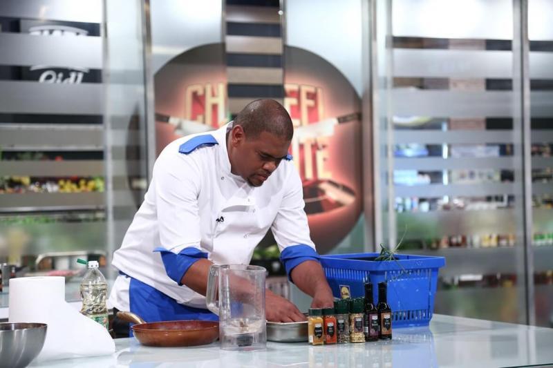 """Ernesto Dosman, gătind în bucătăria emisiunii """"Chefi la cuțite"""""""