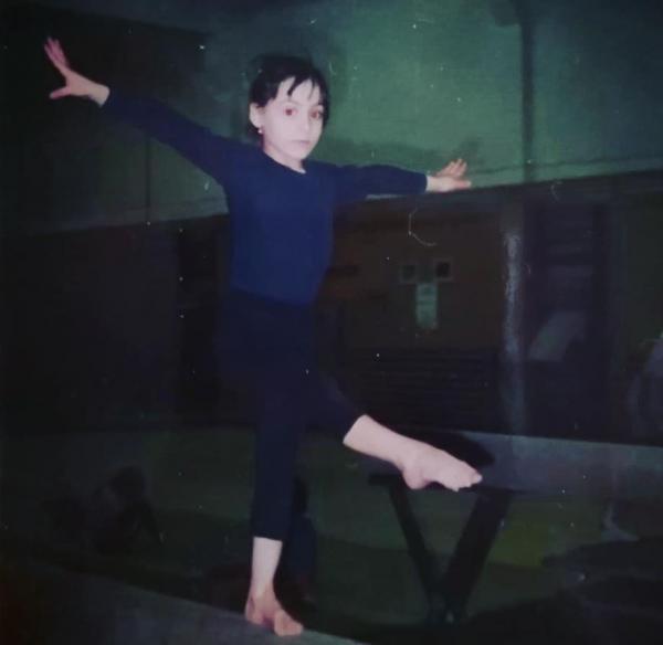 Catalina Ponor la 5 ani in sala de gimnastica