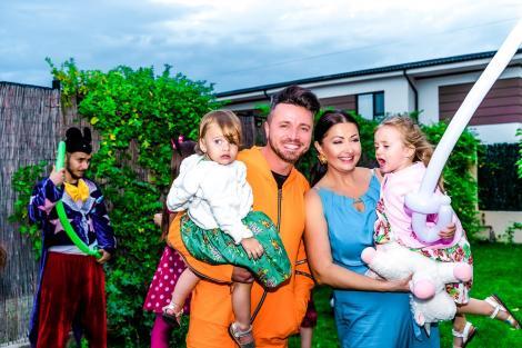 Tavi Clonda alături de soția sa și cei doi copii