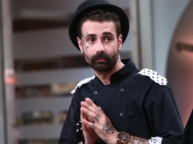 """Kani (Andrei Hîncu), concurent în sezonul 8 """"Chefi la cuțite"""", în platoul emisiunii"""