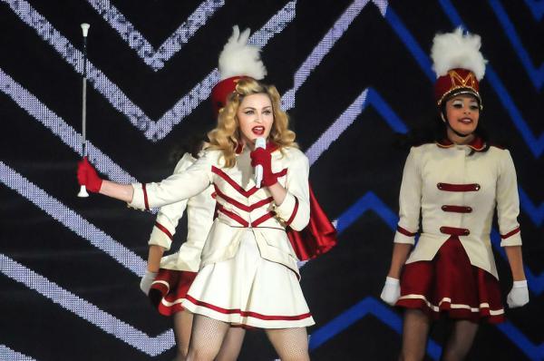 Madonna, pe scenă, în timpul unui concert
