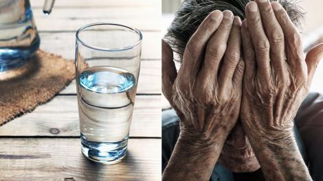 mainile unui om batran si un pahar de apa
