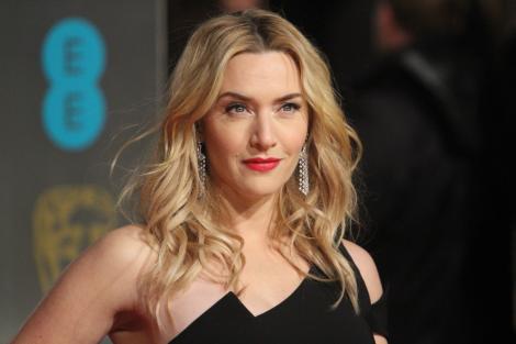 """Kate Winslet, dezvăluiri despre scena controversată în care apare alături de Saoirse Ronan: """"Am apărut iar nud la 43 de ani"""""""