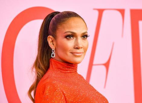 Jennifer Lopez, fără urme de machiaj pe chip. Cum le-a răspuns celor care au acuzat-o că și-a făcut operații estetice