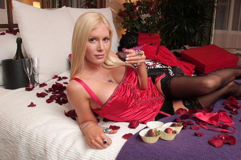Heidi Montag, lenjerie, pe pat