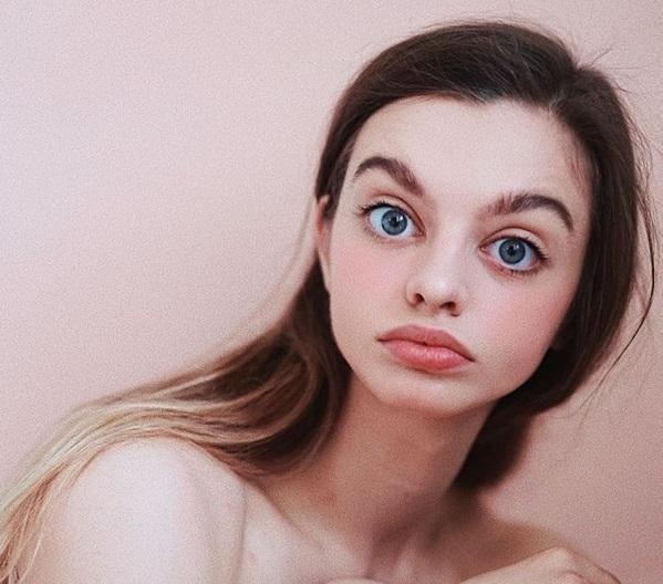 Cum arată femeia cu cei mai mari ochi din lume. Maria Oz a suprins internetul după ce și-a lăsat la vedere trupul dezgolit