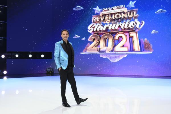 dan negru, intr-un sacou albastru, la revelionul starurilor 2021