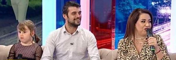 Familia Oanei Roman, in platoul unei emisiuni de la Antena, cand vorbeau despre viata de familie