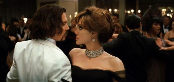 Angelina Jolie si Johnny Depp in filmul Tourist 2010, inainte sa se sarute