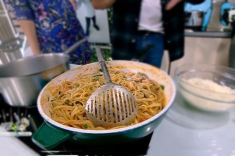 Rețetă de spaghete în sos de roșii cu fructe de mare, prepatrată de Chef Nicolai Tand la Neatza cu Răzvan și Dani