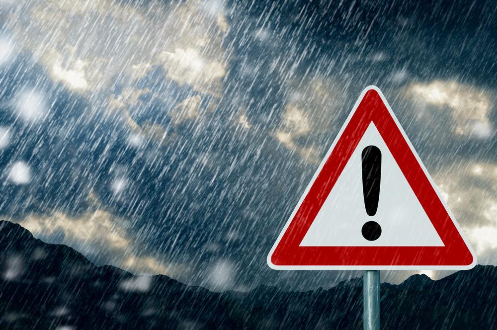 Alertă ANM! Cod galben de vânt puternic în aproape toată țara şi ninsori la munte. Ce zone sunt afectate