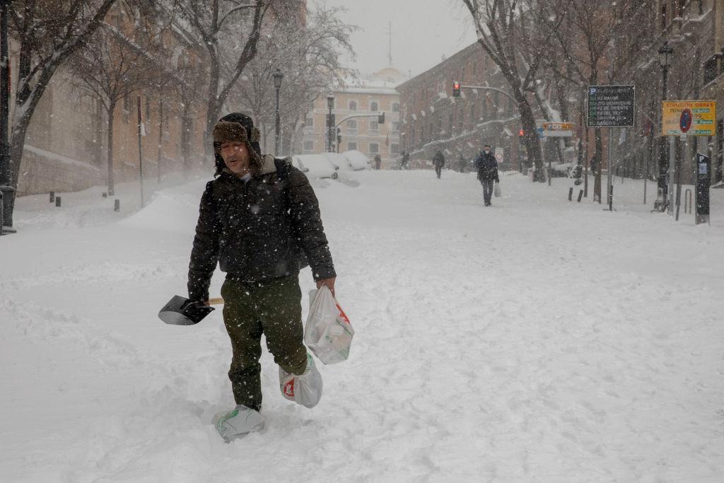 Alertă ANM! Cod galben de ninsori abundente în București și alte opt județe din România. Se anunță depuneri consistente de zăpadă