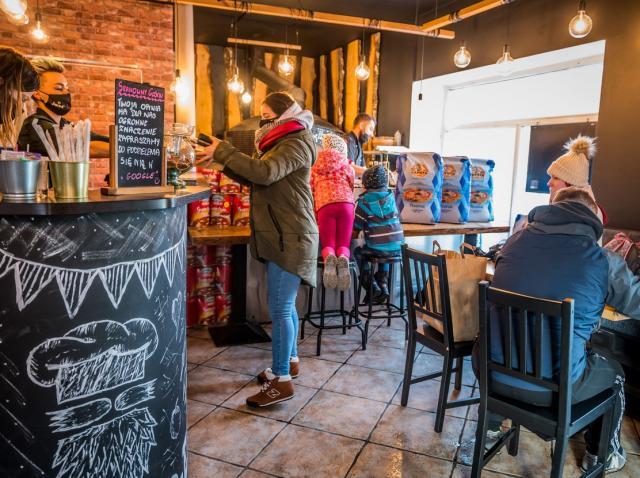 Restaurantele vor fi deschise până la ora 23.00 în București