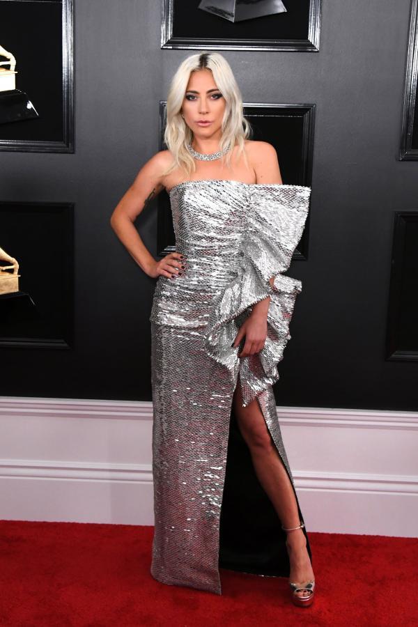 Lady gaga, covor rosu, rochie argintie